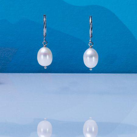 Boucles d'oreilles dormeuses perles de cultures blanches