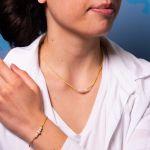 Collier en coton ciré doré et perles de culture blanches