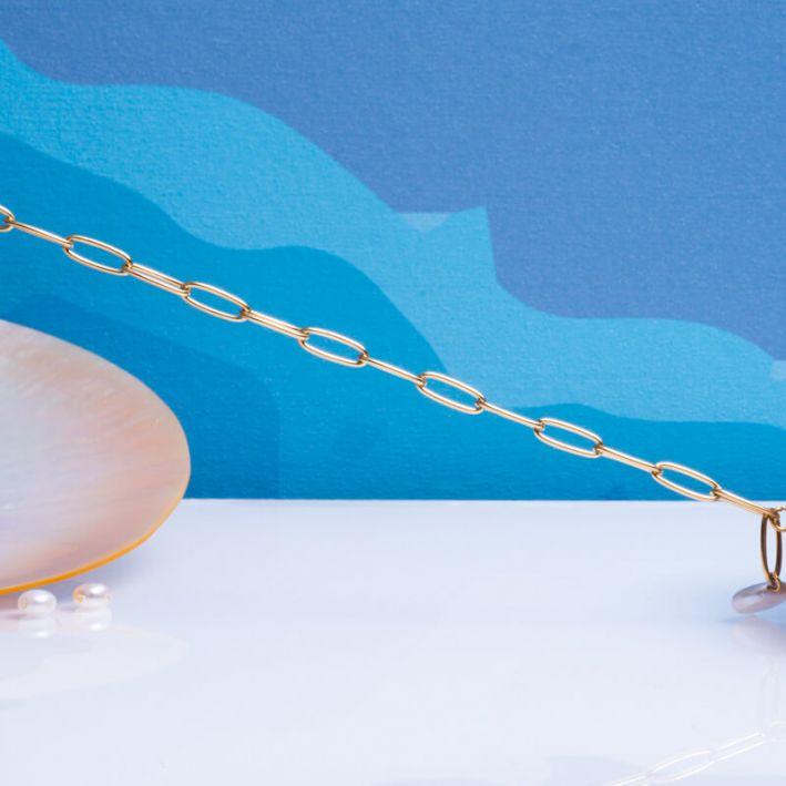 Bracelet mailles carrées en acier doré et perle de culture ronde en forme de médaille