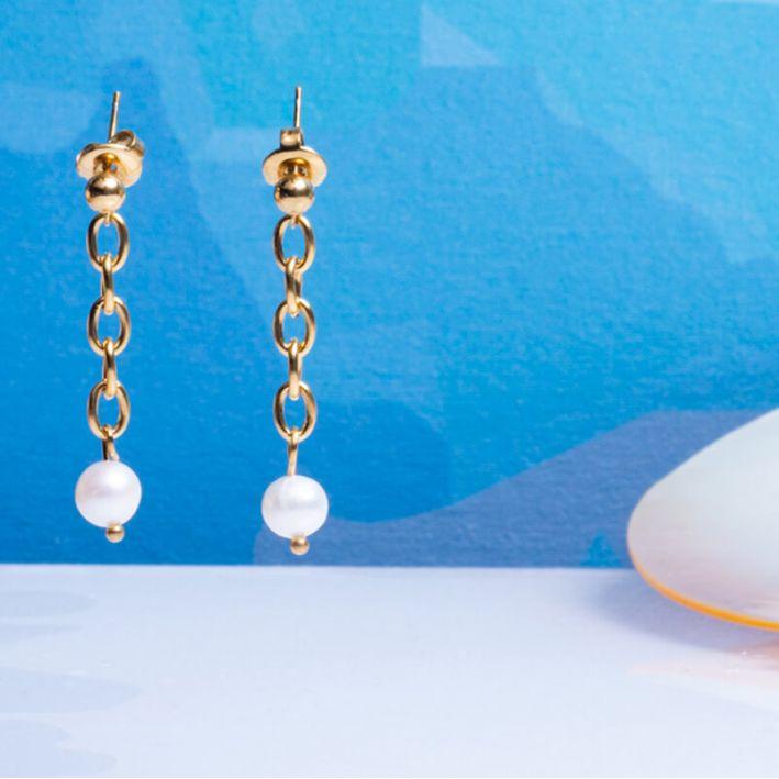 Boucles d'oreilles longues mailles acier et perle de culture