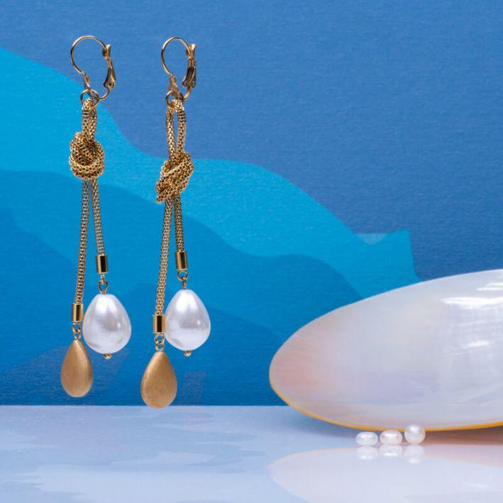 Boucles d'oreilles chaîne acier doré et duo de perles en métal doré et nacre goutte