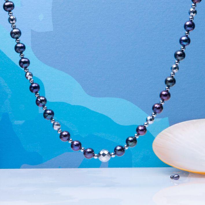 Collier perles de culture noires avec perles d'hématite facettée