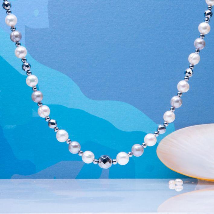 Collier perles de culture blanches et argentées avec hématites