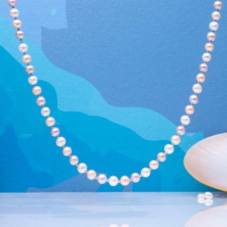 Collier perles de culture blanches, roses, pêches et perles en argent massif