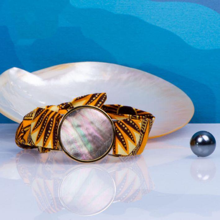 Bracelet médaille de nacre noire et son ruban à nouer - Provence