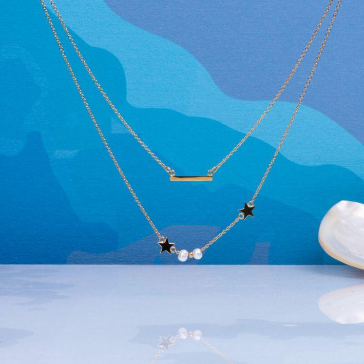 Collier double rangs chaîne acier doré, perles de culture blanches et étoiles acier doré