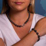 Bracelet perles de nacre grise et pavage cristal