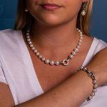 Bracelet perles de nacre blanche et pavage cristal