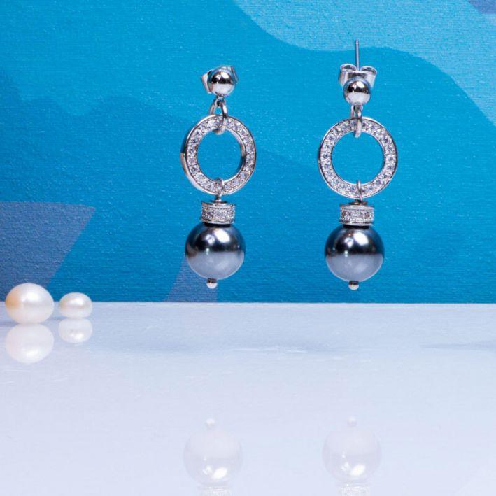 Boucles d'oreilles perles de nacre grise et pavage cristal