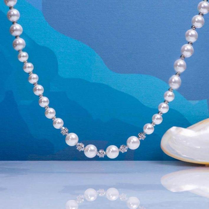 Collier perles de nacre blanches et pavage cristal