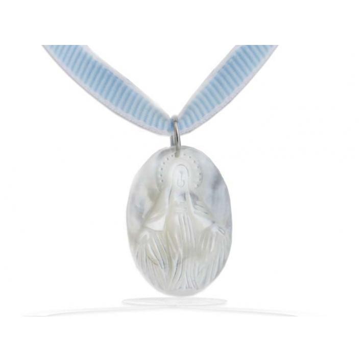 Pendentif en nacre Sainte Marie blanc sur cordon bleu