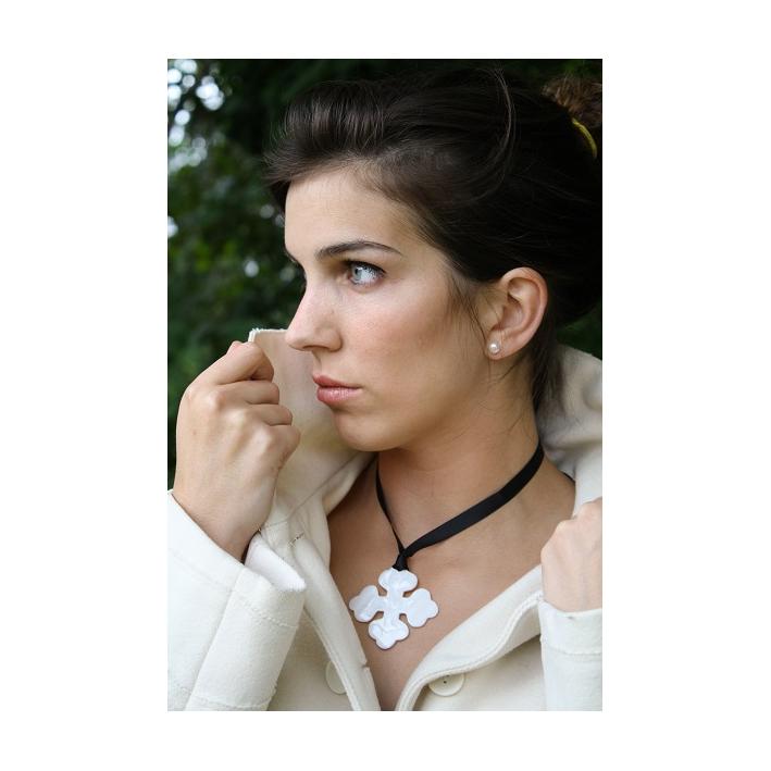 Pendentif Croix Occitane nacre blanche