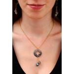 Collier pendentif trèfle de nacre noire et duo de véritable perle de culture noire et shamballa scintillante