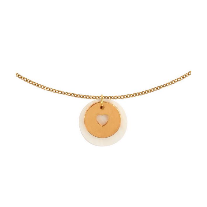 Collier silhouette coeur en plaqué or sur une médaille en nacre naturelle blanche