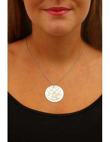 Collier pendentif disque filigrane nacre motif coeurs