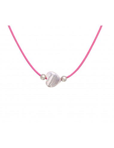 Collier ravissant coeur en nacre d'eau de mer sur cordon rose