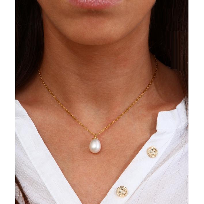 Collier une perle de culture forme goutte sur chaine dorée