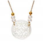 Collier filigrane croix de nacre blanche sur doré