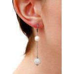 Boucles d'oreilles duo perles de culture et shamballas blancs