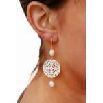 Boucle d'oreilles filigrane croix de nacre blanche sur doré