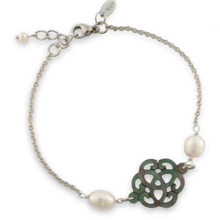 Bracelet filigrane de nacre noire naturelle et perles