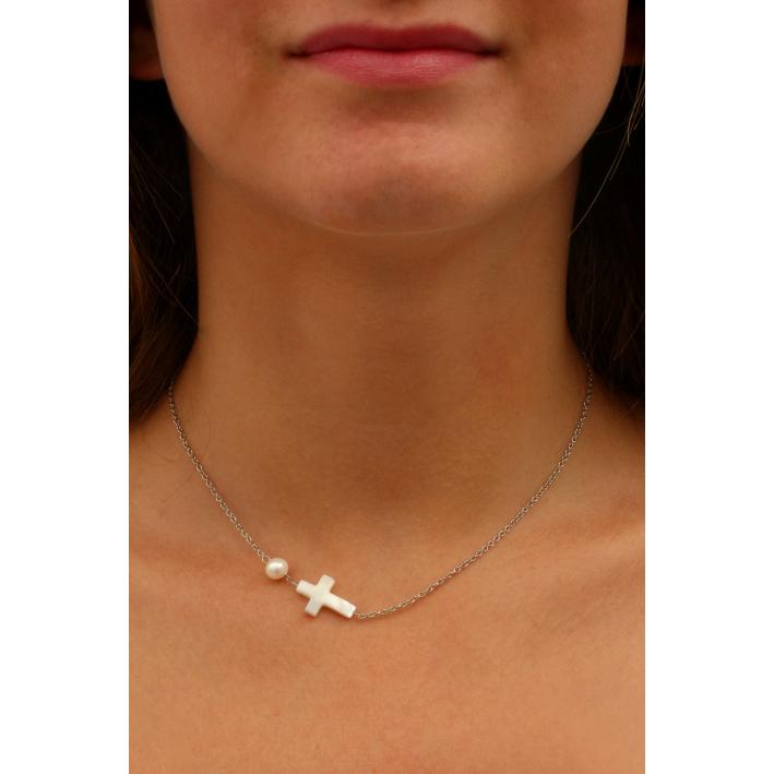 Collier croix en nacre et perle de culture sur chaîne