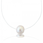 Collier une perle de culture blanche sur fil transparent