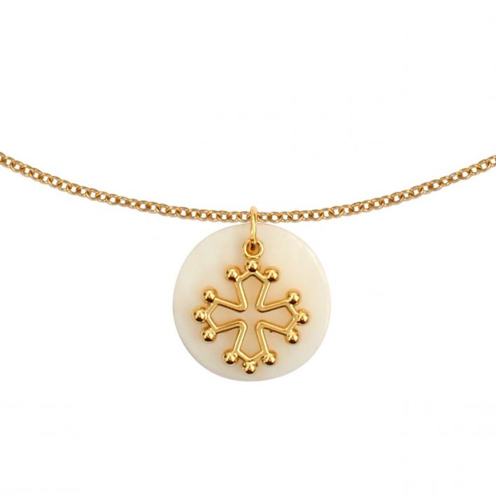 Collier métaille nacre et croix occitane en plaqué or