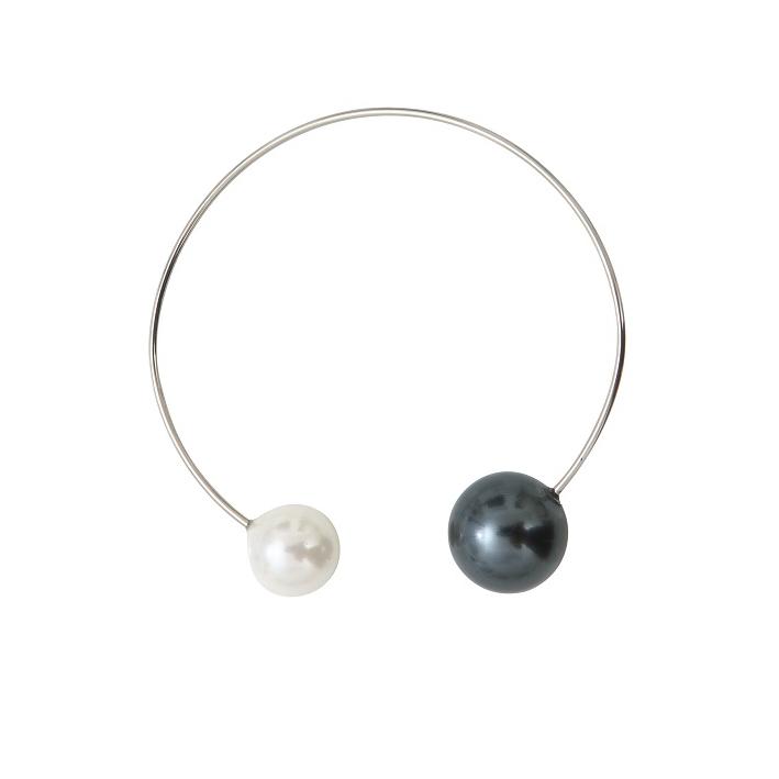 Bracelet jonc 2 splendides perles de nacre noire et blanche sur argenté