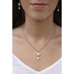 Collier étoile de nacre naturelle noire et une perle blanche en pampille