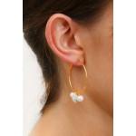 Boucles d'oreilles créoles duo de perles de culture et de perles shamballas blanches
