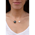 Collier jonc 2 splendides perles de nacre noire et blanche sur argenté