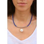 Collier cuir bleu marine une magnifique perle de nacre blanche sur tube argenté