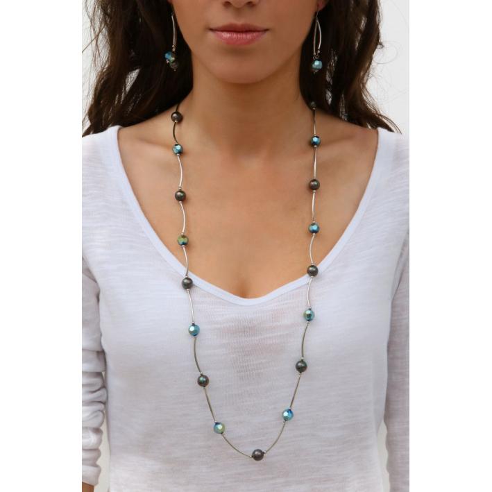 Sautoir tubes argentés harmonie de perles de cristal et de perles de nacre