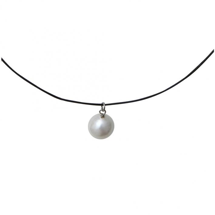 Collier une perle de nacre blanche sur cordon noir