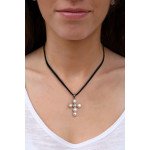 Pendentif Croix latine en véritables perles de culture blanches