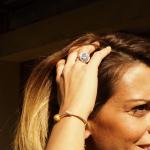 Bracelet une perle de nacre dorée sur coton ciré beige
