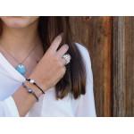 Bracelet une perle de nacre argentée sur coton ciré gris