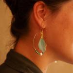 Boucles d'oreilles créoles duo de plumes vert menthe et vert anis