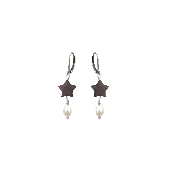Boucles d'oreilles étoiles de nacre naturelle noire et perles de culture blanches