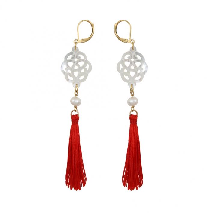 Boucles d'oreilles filigrane de nacre d'eau de mer et pompons rouges