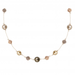 Collier perles de nacre et shamballas en déclinaison de dorés et or
