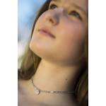 Collier élastique ras le cou médaillon strass argenté
