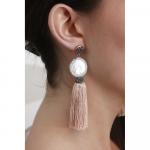 Boucles d'oreilles perle rare pailletée et pompon nude