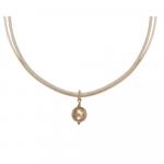 Collier perle nacre dorée sur double cordon beige