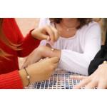 Bracelet une perle nacre argentée sur coton ciré noir