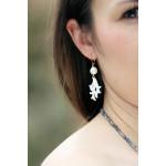Boucles d'oreilles filigrane de nacre motif corail et perle blanche