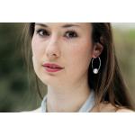 Boucles d'oreilles créoles argentées et perle de nacre blanche