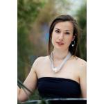Collier une magnifique perle de nacre blanche sur ruban argenté