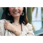 Collier perles de rocailles turquoises pompon et coquillage Kori